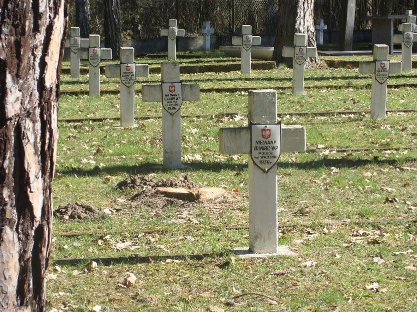 Cmentarz wojenny w Granicy koło Kampinosu upamiętniający żołnierzy walczących w 1939 roku