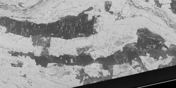 Zdjęcie satelitarne Kampinoskiego Parku Narodowego z 1961 roku (fot. Wikipedia)